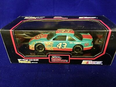 Racing Champions Nascar #43 Richard Petty, 1:24 Scale Stock Car