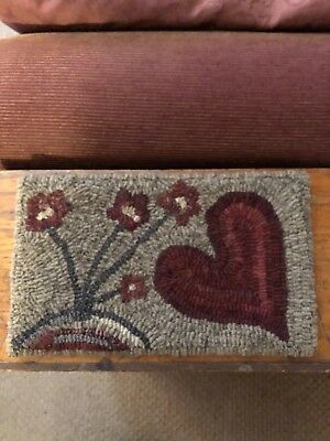 Prim Hooked Small rug with Flowers and Heart