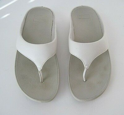 412eb5ef850e44 NEW FITFLOP WOMEN S Halo Toe Thong Wedge Sandals 10 Urban White ...