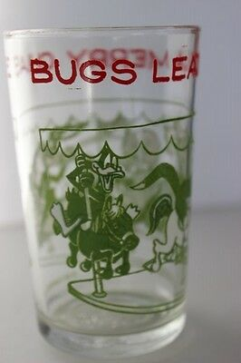 Vintage 1974 Warner Brothers BUGS LEADS A MERRY CHASE Green White Carousel Glass