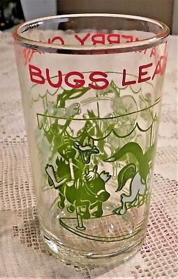 "Vintage 1974 Warner Brothers Bug Bunny Merry Chase 4.25"" Swanky Swig Juice Glass"