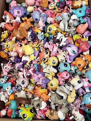 Littlest Pet Shop lps Huge Lot Of 10 Random G3 pets plus 3 FREE accessories