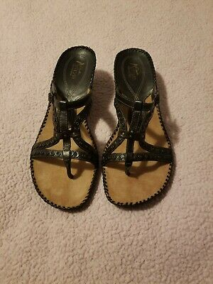 c6cf20c9871 Clarks Artisan Wedge Sandals Womens Size 10 Black Leather Shoes Gorgeous EUC