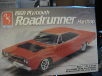 AMT 1968 Plymouth Roadrunner hardtop skill level 2 factory sealed 1/25 scale