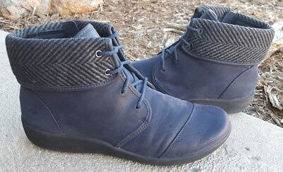 173885462 Clarks Cloudsteppers 'Sillian Frey' Women's 9 Navy Lace Up Ankle Boots Side  Zip