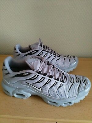 low priced 4f6c8 50aa7 Chaussure Nike Air Max Plus TN Requin Gris
