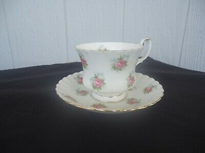 royal albert tea cup & saucer set  forget me not rose