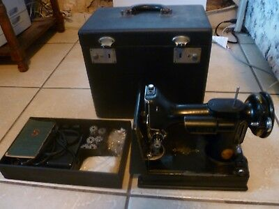 Vintage Singer Featherweight 221K Mechanical Sewing Machine with Accessories