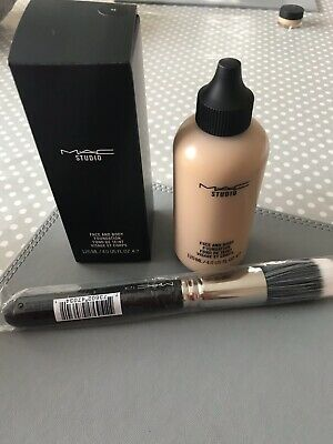 mac studio face and body foundation C3 With Foundation Brush