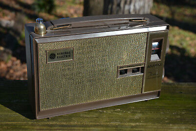 1964 GE Vintage General Electric P940 AM/FM Thirteen Transistor Radio