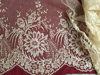 ANTIQUE FRENCH 1900-1920 DUCHESS LACE 130 x 43,5cm . SCALLOPED EDGE.