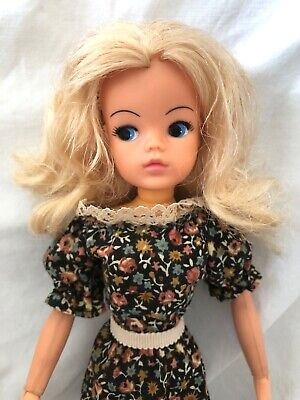 Vintage Hong Kong SINDY Doll 033055X With Original Dress
