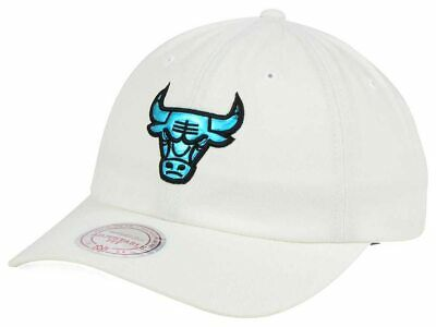 d7513aaff2a Chicago Bulls Mitchell   Ness NBA Gaze Dad Cap Hat - White color - New with