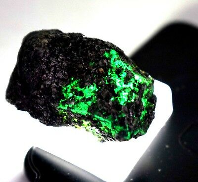 121 Ct Natural Awesome Looking  Uncut Green Emerald  Rough Ggl Certificate