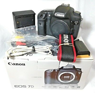 Canon EOS 7D 18.0MP Digital SLR Camera only 15000shot Body