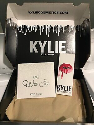 KYLIE The Wet Set Pressed Powder Palette And Mary Jo Lip Kit