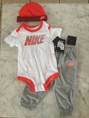 New Nike Babies 3 Piece Set Size 9-12 Months
