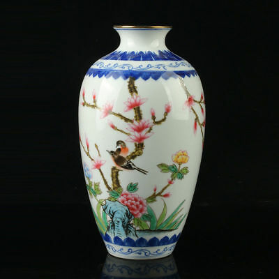 Chinese Porcelain Hand-Painted Flower Vase Mark As The Qianlong Period