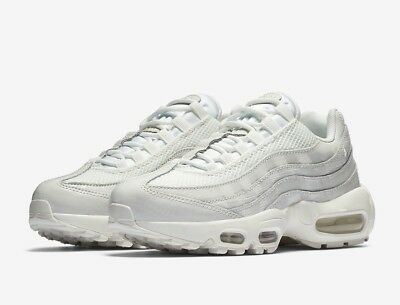 a928015447f NIKE AIR MAX 98 - Exotic Skin Pack - SNAKESKIN - Off-White   Brown ...