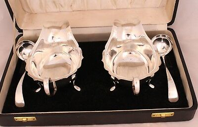 Boxed 2 silver sauce boats and 2 silver sauce ladles 925
