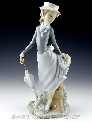 Lladro Figurine Viennese Lady Woman With Umbrella Parasol 5322