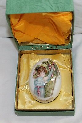Vintage Easter 1976 Royal Bayreuth Germany Porcelain Girl Flowers Easter Egg Box
