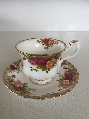 Wedgwood Royal Albert Collection Old Country Roses Pattern Tea Cup & Saucer Set