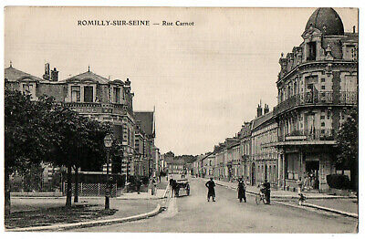 CPA 10 - ROMILLY SUR SEINE (Aube) - Rue Carnot (petite animation, attelage)