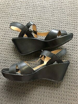 Naturalizer shoes size 39. 8w. wedge