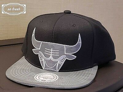 93b169d26e4 Chicago Bulls Mitchell   Ness Nba Black Reflective Silver Cropped Camo  Snapback