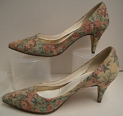 Gorgeous Vintage Tapestry Women's Court Shoes, Size 7. Great Preloved Condition.