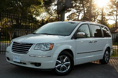 2008 Chrysler Town & Country Limited 2008  Chrysler Tony & Country White Limited!