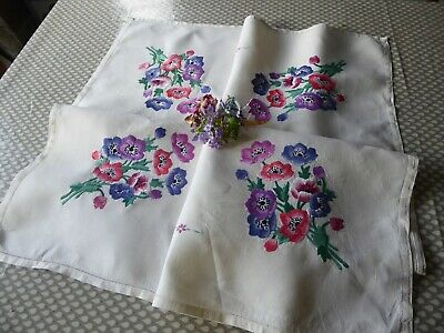 Vintage Embroidered Quality Tablecloth=Exquisite Floral Bouquets-Lovely