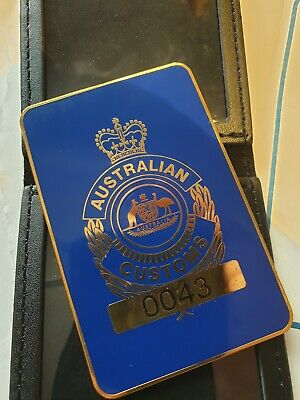 Australian  Commonwealth Federal Australia badge Customs and leather wallet