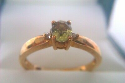 Beautiful Vintage 9ct Gold & Gemstone Ladies Ring 2006