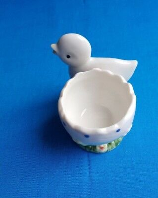 Vintage-retro-kitsch- White Baby Chick egg-cup in near new Pre-loved condition