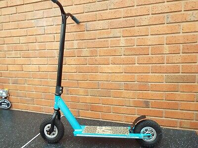 2 x Dirt Scooters Grit All Terrain + Streetsurfing Street Rush - Pneumatic Tyres