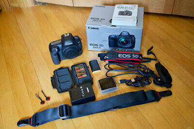 Canon EOS 5D Mark IV 30.4MP Digital SLR Camera Bundle