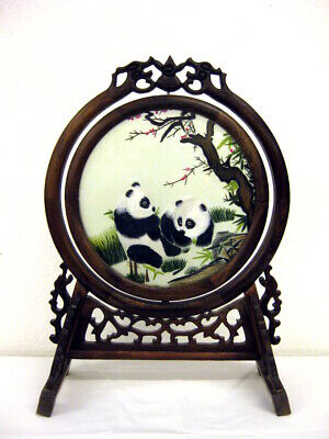 Seidenstickerei mit Pandas, China