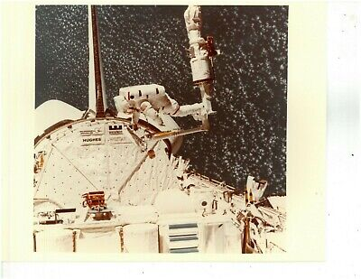 EP-397 SPACE SHUTTLE COLUMBIA 8X10 NASA PHOTO STS-1 ON LAUNCH PAD 39A
