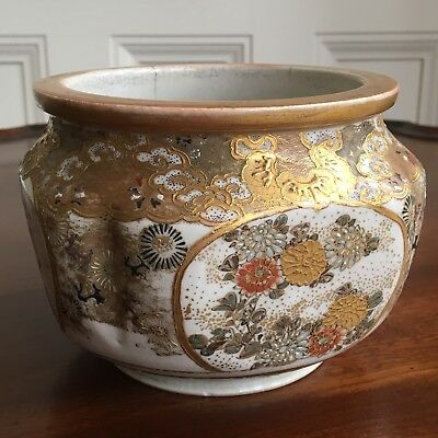 An Antique 19th Century Japanese Satsuma Pottery Bowl Or Jardiniere, 10cm High.