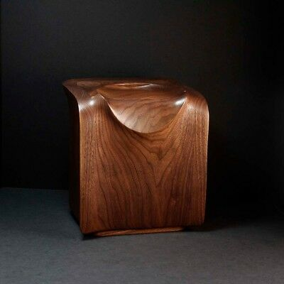 Walnut wood cremation urn for ashes - hand-crafted - by Everlasting Tree Urns