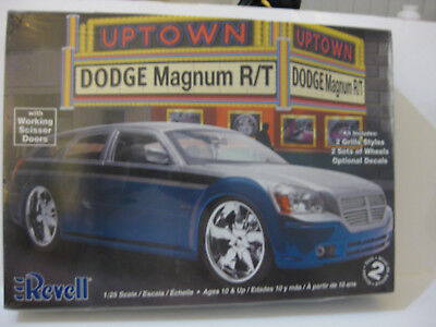 Revell Dodge Magnum R/t 1/25 Skill Level 2 Comes With Extra Parts Factory Sealed