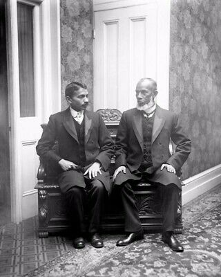 RT026 LONDON 1931-8X10 PHOTO GANDHI STANDING IN FRONT OF 10 DOWNING STREET