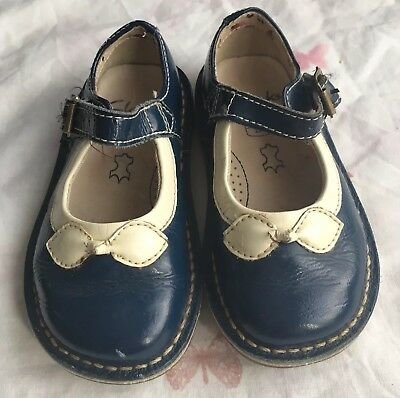 Girls Leather Clarks Shoes infants Size UK 51/2G In Blue Excellent Condition