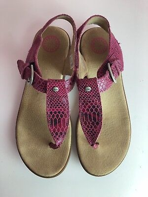 35d530daa4e UGG SANDALS PINK Leather GLADIATOR FLATS Size 5 shoes women's uggs ...