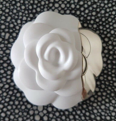 021852ae66e RARE BROCHE CHANEL Camelia Mother Of Pearl En Nacre Articulee Flower ...