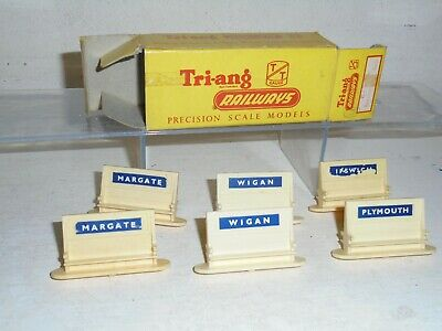Tri-ang TT Railways - T.24 Nameboards with seats (six) good/boxed c1961