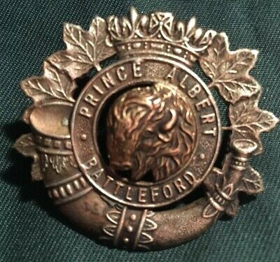 5fc8fc0f4ad8a WWII CANADIAN HAT Badge Maple Leaf Design Exceptional Condition ...