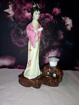 Beautiful Vintage Oriental Porcelain Figurine